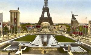 """""""Рабочий и Колхозница"""" на Всемирной выставке в Париже в 1937"""