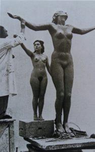 Й.Торрак за работой над «Обнаженной». 1940