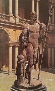 Канова-Наолеон статуя