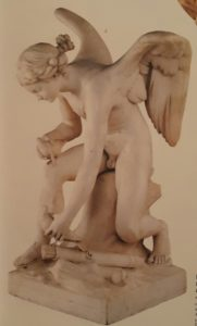 Луи Клод Вассе (1716-1772), француз. Амур, сидящий на берегу моря, собирающий голубей с колесницы Венеры. Мрамор. Лувр