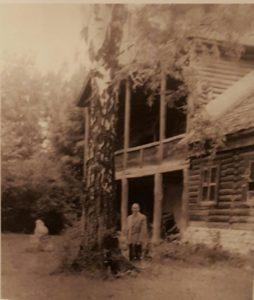В.А.Ватагин возле дома в Тарусе в 1964
