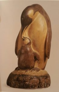 Пингвин с птенцом. Дерево. 1960
