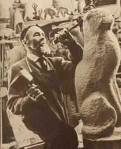 В.А.Ватагин за работой в Тарусе в 1963, скульптору 79 лет