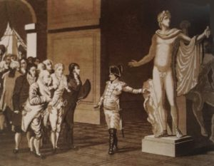 фото. Наполеон в лувре показывает Аолллона