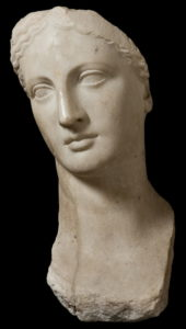 Голова Богини из Александрии. Богиня похожа на Язона (у античных греков красота частенько стирает половые отличия)