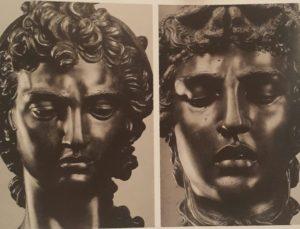 Челлини. Слева голова Персея, справа голова Горгоны Медузы. Похожи