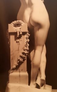 Канова. Три Грации. Вид сзади. Деталь. Мрамор. 1816. Эрмитаж