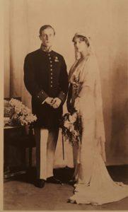 Князь Ф.Юсупов (извествен своим участием в убийстве Г.Е.Распутина) с великой княжной Ириной Александровной в день свадьбы