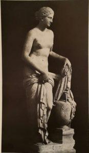 Вариант Венеры Книдской с драпировкой в правой руке.