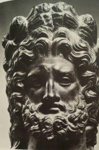 Бронзовая голова Юпитера в пиниевом венке (то есть из итальянской сосны). 1 век н.э.