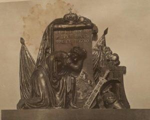 Мартос. Памятник Павлу I. Бронза. 1816. Церковь в Грузино