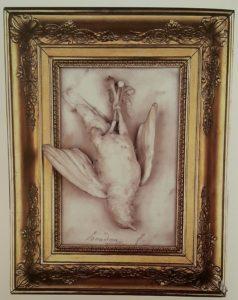 Гудон. Мертвый дрозд. Мрамор. 1777. Барельеф 36 см на 28 см. Частная коллекция.