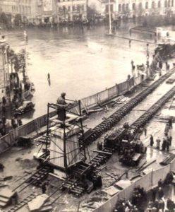 Фото. Уникальное фото запечатлело переезд памятника Пущкину через Тверскую