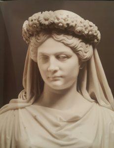 Фото. Раух. Портрет прусской королевы Луизы в венке. Каррарский мрамор. 1817. Эрмитаж. Портрет посмертный