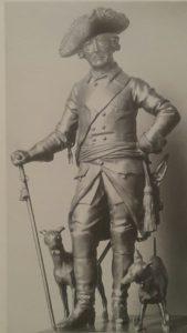 Фото. Шадов. Фридрих Великий с собачками. Бронза.1821-1822. Высота 91 см