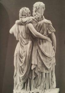 Фото. Шадов. Принцессы. 1796-1797. Мрамор. Луиза слева