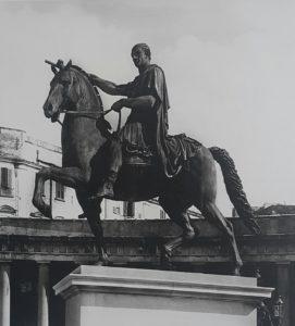 Статуя Карла 3 фото