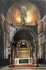 Фото. Главный алтарь (киворий) базилики Сан-Марко