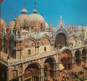 Фото. Западный фасад базилики Сан-Марко с конями