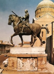 Фото. Донателло. Памятник Гаттамелате. 1447-1453. Падуя