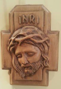 Фото. Голова Христа в терновом венке. Сувенир из церкви Сан Антонио в Падуе, купленный в 2013. Дерево