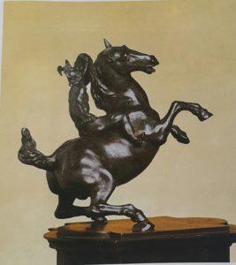 Фото. Мастерская Леонардо да Винчи. Вздыбленный конь и всадник. 1506-1508. Бронза