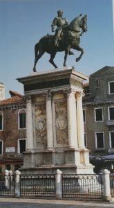 Фото. Верроккьо. Памятник кондотьеру Бартоломео Коллеони. 1494. Площадь Сан-Джованни-э-Паоло