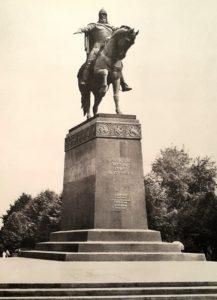 Фото. Памятник Юрию Долгорукому в Москве