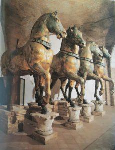 Фото. Реставрированные кони в соборе Сан-Марко