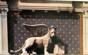 Фото. Крылатый лев. Часовая башня. Венеция