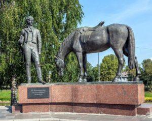 Фото. Клыков. Памятник поэту Константину Батюшкову в Вологде.