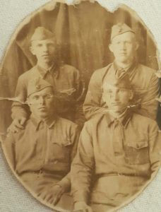 Фото. А. Баловнев в верхнем ряду справа