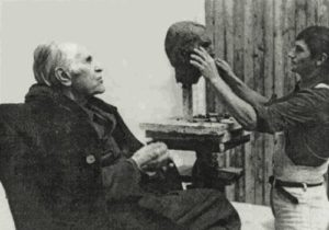 Фото. Л.С.Понтрягин позирует В.Клыкову