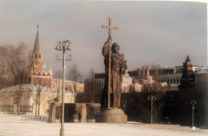 Фото. А так памятник Святому Владимиру Салавата Щербакова вписывается в пространство Борровицкой площади