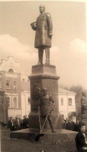 Фото. Клыков. Памятник Столыпину. Саратов. 2002