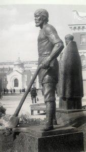 Фото. Памятник П.А.Столыпину в Саратове. Фрагмент