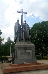 aфото. Клыков. Памятник Кириллу и Мефодию. 1992. Москва. Славянская площадь.