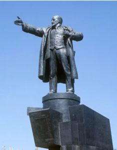 Памятник В.И.Ленину у Финляндского вокзала. Санкт-Петербур