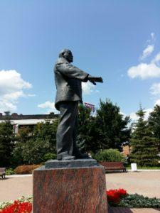 Ленин на площади в г. Дмитрове. Вид справа