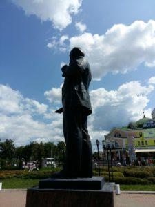Ленин на площади в г. Дмитрове. Вид слева
