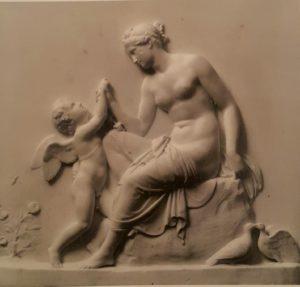 Торвальдсен. Венера, утешающая Амура, ужаленного пчелой. 1809. Копенгаген. Музей Торвальдсена