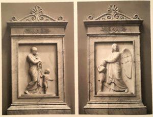 Торвальдсен. Слева: Христианская любовь. 1838 (по модели 1810). Справа: Ангел хранитель. 1838. Оба барельефа в соборе Богоматери в Копенгагене