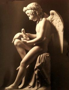 Фиг. 5. Луиджи Бьенеме (годы жизни 1795-1878, на год старше Николая I). Амур поит голубей Венеры. 1845-1848. По модели 1821 года