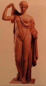Афродита. Римская копия с греческого оригинала, созданного Каллимахусом в конце 5 века до н.э. Лувр