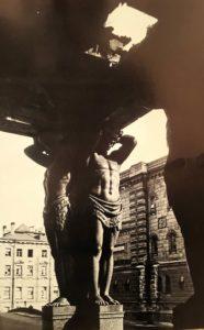 Портик входа в Новый Эрмитаж. Фотография 1944 года