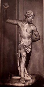 Антон Андреевич Иванов. Юноша, играющий в городки. 1839. Гипс. Академия художеств. Петербург