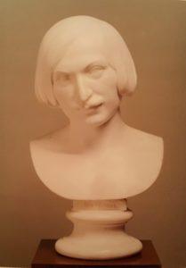 Рамазанов. Портрет Н.В.Гоголя. 1854. Мрамор. Третьяковская галерея. Москва. В гипсовых копиях – это самый распространенный бюст писателя