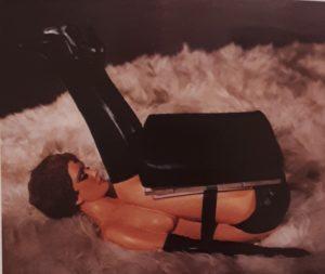 Ален Джонс (родился в 1937, Англия). Кресло. Окрашенное стекловолокно, кожа и волосы, в натуральную величину. Новая галерея, собрание Людвига, Аахен (Германия)