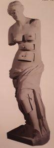 Дали совместно с Марселем Дюшаном (автором писсуара). Венера Милосская с ящиками. 1936. Бронза на гипсовой основе. Музей Бойманса ван Бёнингена. Роттердам. Нидерланды. Сюрреализм