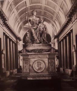 Бартолини. Монумент Элизе Бачокки. Монументальное кладбище картезианского монастыря в Болонье. Италия